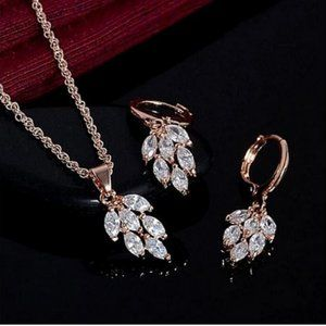 Fashion Gold Jewelry Set: Necklace and Earrings